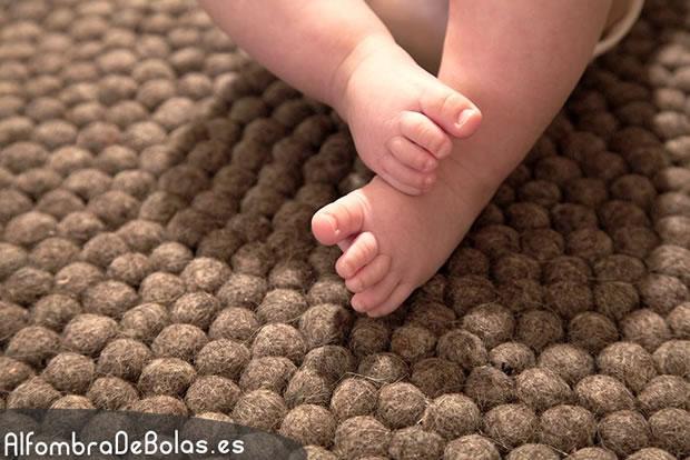 Alfombras de bolas un infaltable en la decoraci n - Alfombras pequenas ...
