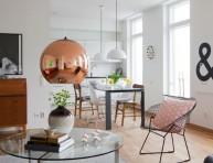 imagen Apartamento nórdico con detalles en blanco y dorado