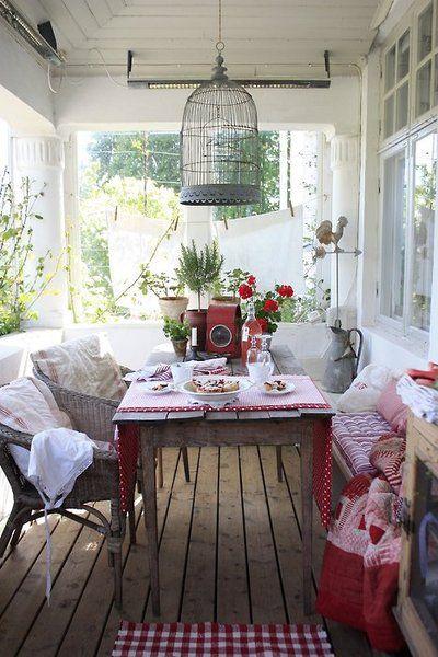 Aprovecha las jaulas para aves como accesorio decorativo