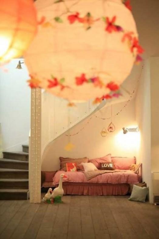 9 ideas para espacios de juego bajo las escaleras for Cama bajo escalera