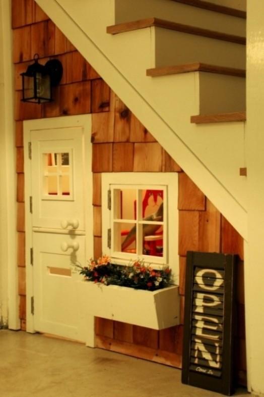 9 ideas para espacios de juego bajo las escaleras - Habitaciones con escaleras ...