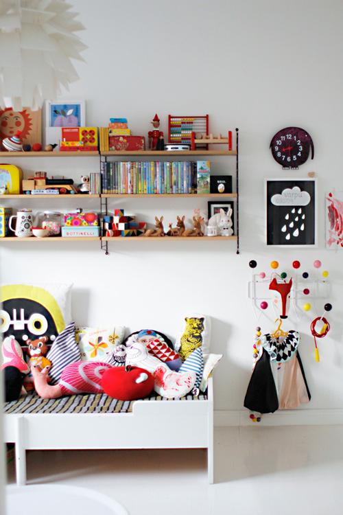 20 estanter as para organizar los juguetes de los peques - Dormitorios reciclados ...