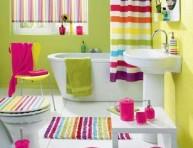 imagen Baños decorados con pinceladas multicolor