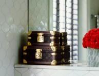 imagen Maletas vintage para decorar el baño