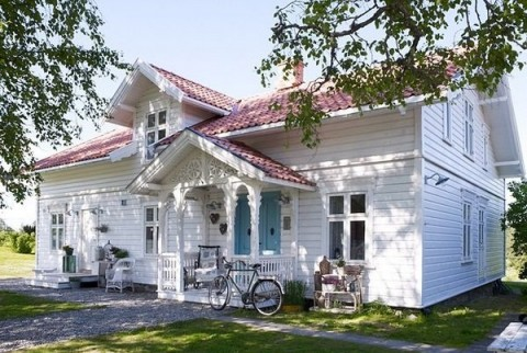 Casa romántica en blanco y rosa 1