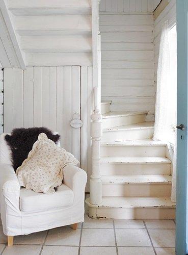 Romántica vivienda escandinava en blanco y rosa