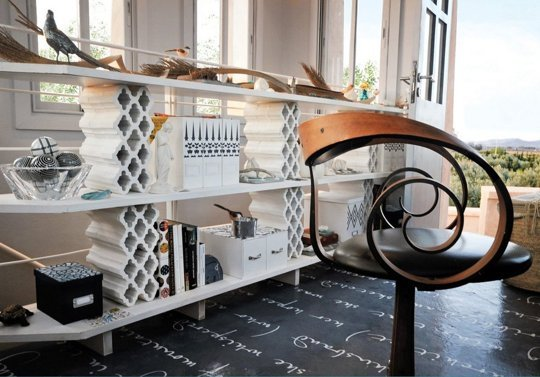 10 ideas para crear muebles con bloques de hormig n for Bloques decorativos para jardin