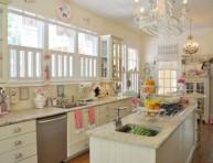 imagen Una cocina diseñada con el encanto de una pastelería retro