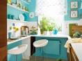 imagen Una cocina de color turquesa con detalles fascinantes