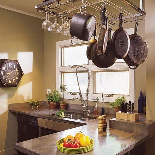 Decorar la cocina con ollas y sartenes for Open indian kitchen designs