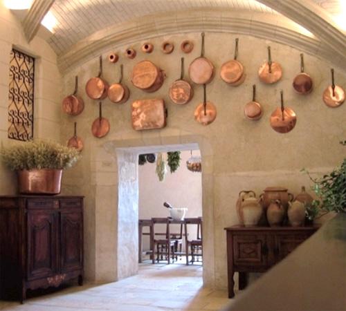 Decorar la cocina con ollas y sartenes for Accesorios decorativos para cocina