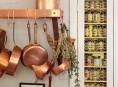 imagen Decorar la cocina con ollas y sartenes