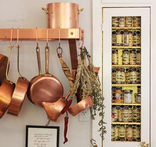 Decorar la cocina con ollas y sartenes for Cucharones de cocina