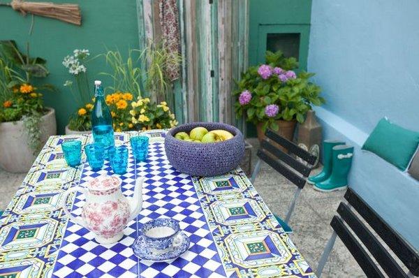 Salones y patios en estilo mediterr neo - Azulejos rusticos para patios ...