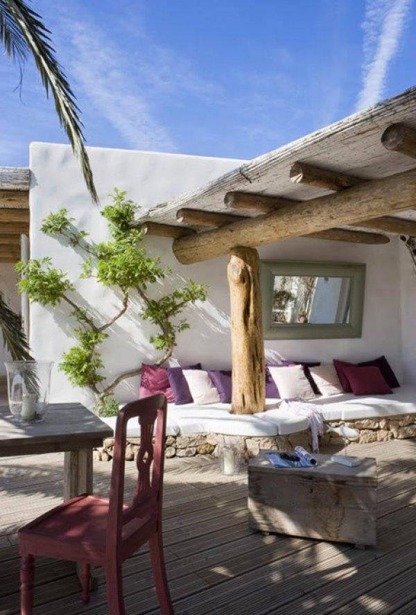Salones y patios en estilo mediterr neo for Decoracion exterior de casas
