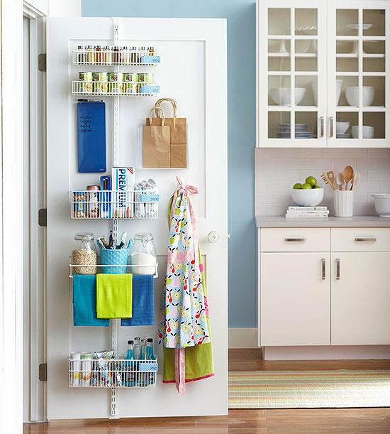 Ideas de almacenamiento tras las puertas for Puertas para despensas de cocina
