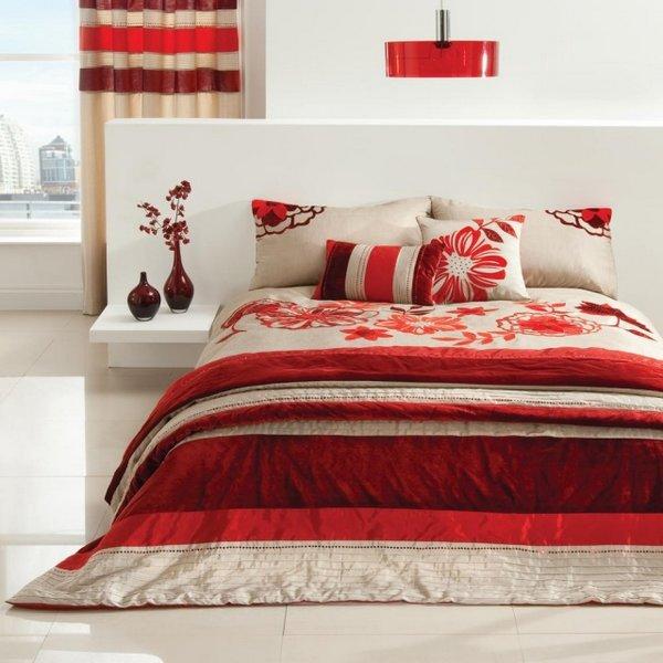 Pinceladas De Rojo Burdeos En El Dormitorio