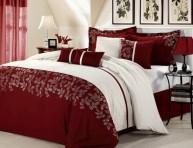 imagen Pinceladas de rojo burdeos en el dormitorio