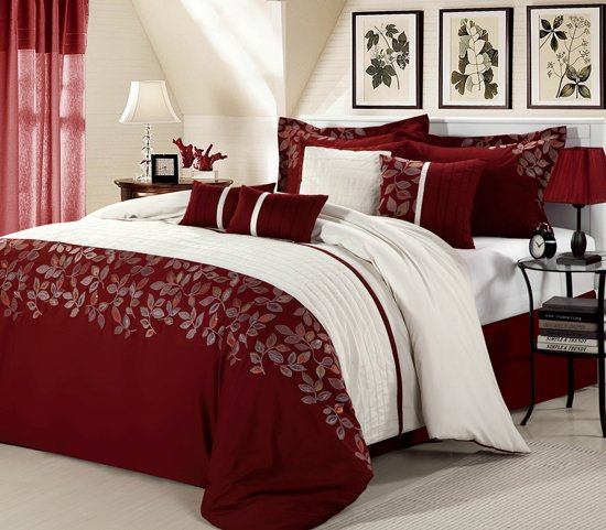 pinceladas de rojo burdeos en el dormitorio. Black Bedroom Furniture Sets. Home Design Ideas