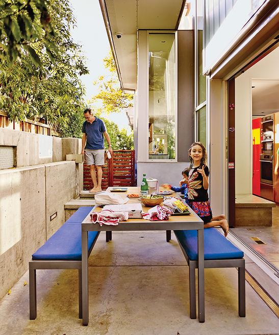 7 bancos modernos para interior o exterior for Mesas diseno famosas