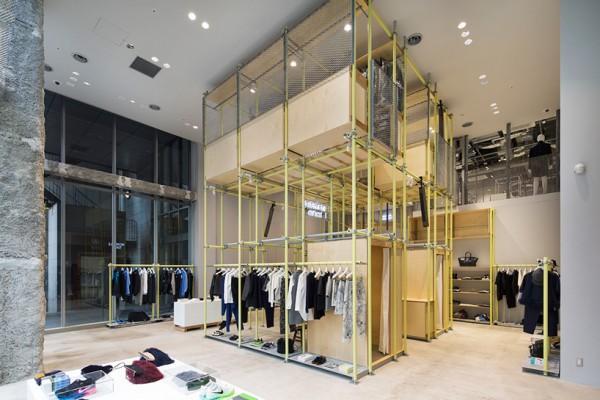 Una tienda de moda en jap n con un dise o nico for Probadores de ropa interior