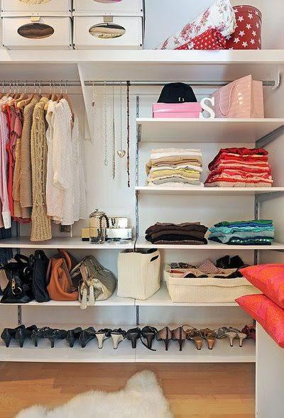 Ideas de cl set y vestidores s per glam for Como organizar espacios pequenos
