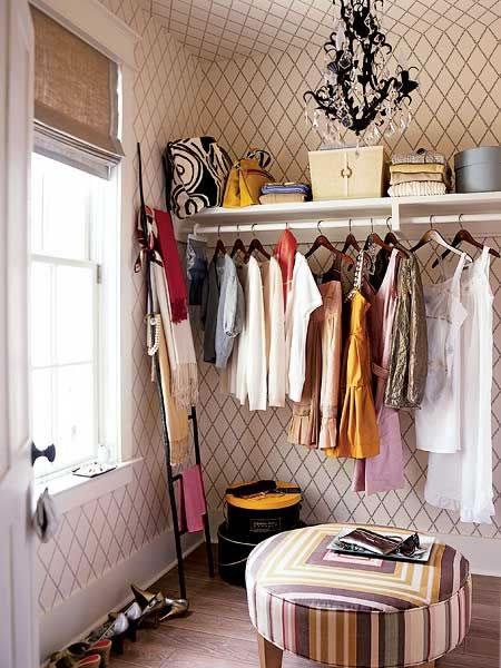 Ideas de cl set y vestidores s per glam for Open closets small spaces