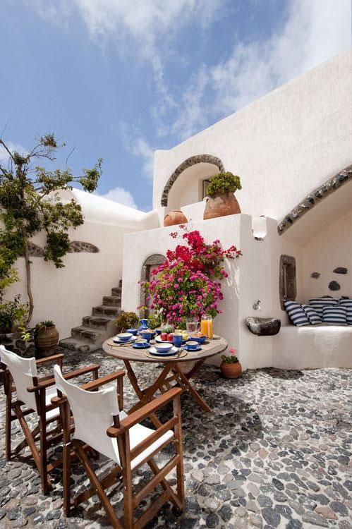 Patios y terrazas de estilo mediterr neo for Decoracion para patios interiores