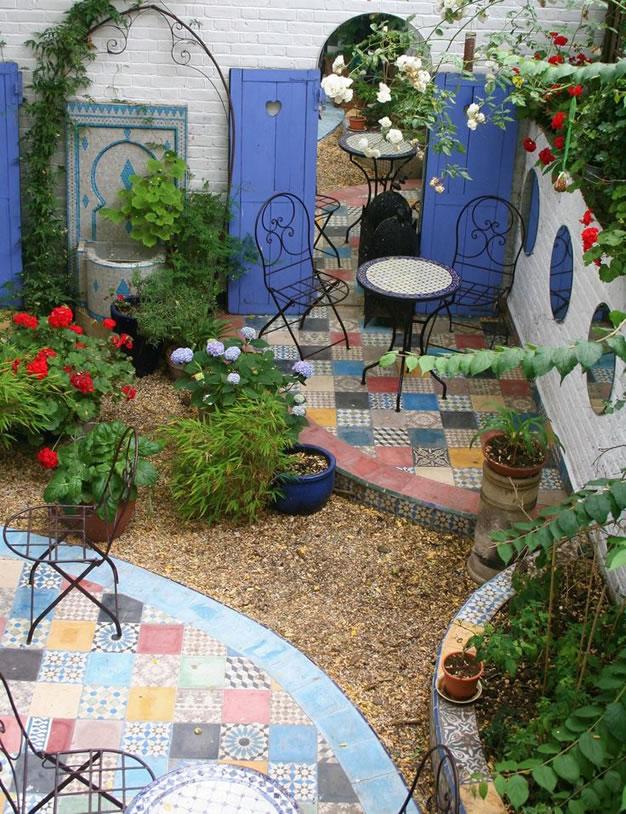 Decora tu jard n con espejos - Decorar mesas de jardin ...