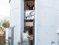 imagen Una casa construida en un silo de cereal