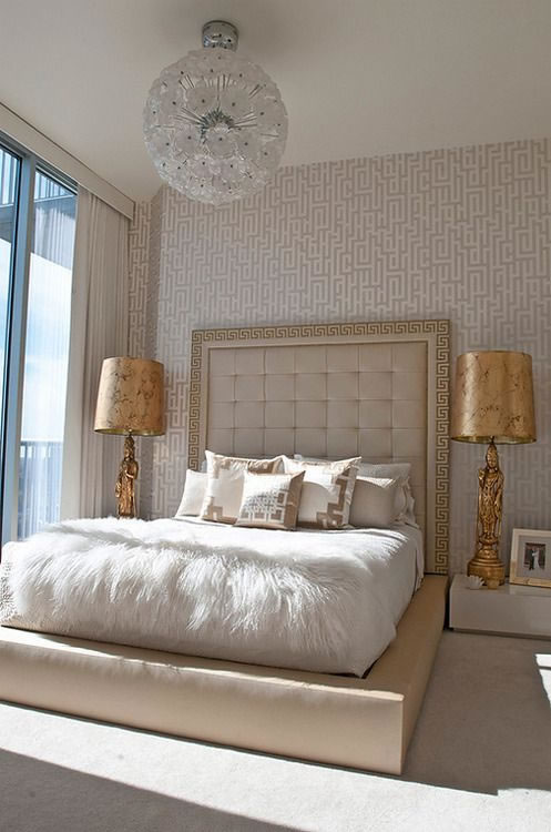 Un poco de color dorado para un toque chic for Gold and white bedroom designs