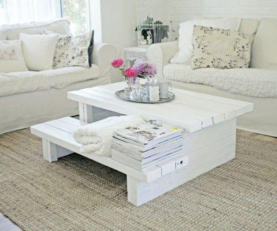 mesa de centro con objetos y materiales reciclados. Black Bedroom Furniture Sets. Home Design Ideas