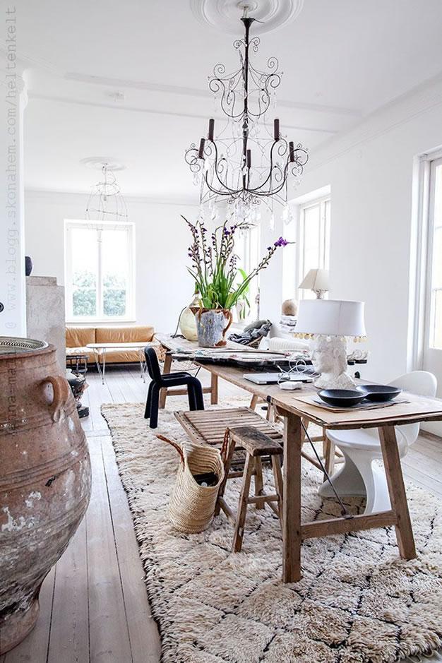 Mesas de estilo r stico con maderas recicladas for Mesas puestas con estilo