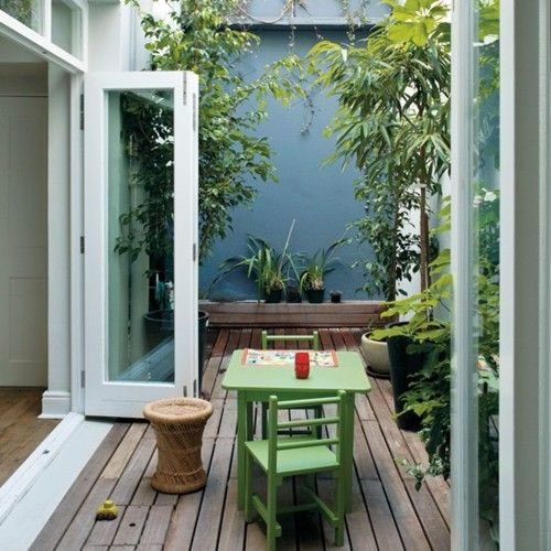 Patios y balcones peque os muy acogedores for Small shady courtyard ideas