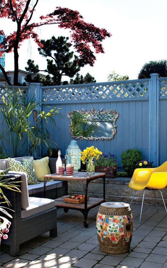 Patios y balcones peque os muy acogedores for Decoracion para patio exterior pequeno