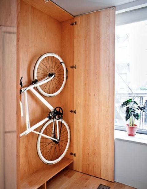 Aprende c mo guardar la bicicleta en casa for Armario exterior para guardar bicicletas