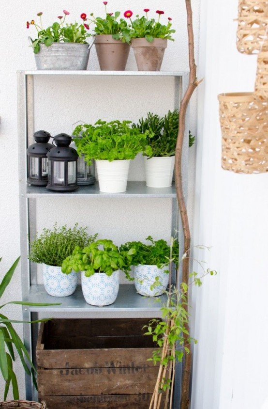 15 ideas para decorar con estanter as met licas for Decoracion jardin ikea