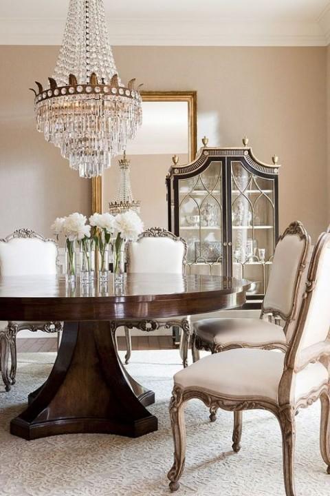 Elegantes y bellos comedores en tonos neutros for Comedores clasicos elegantes