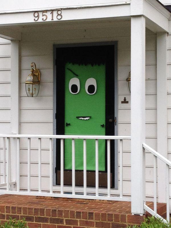 Decoraciones de halloween para la puerta de casa for Imagenes puertas decoradas halloween