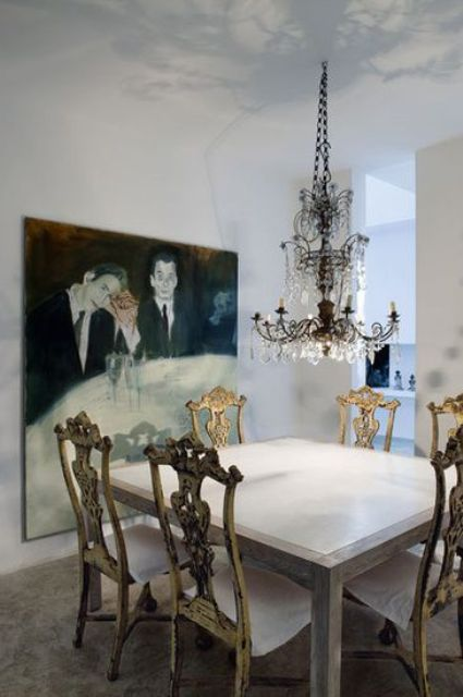C mo incorporar sillas antiguas a la decoraci n moderna for Sillas antiguas tapizadas modernas