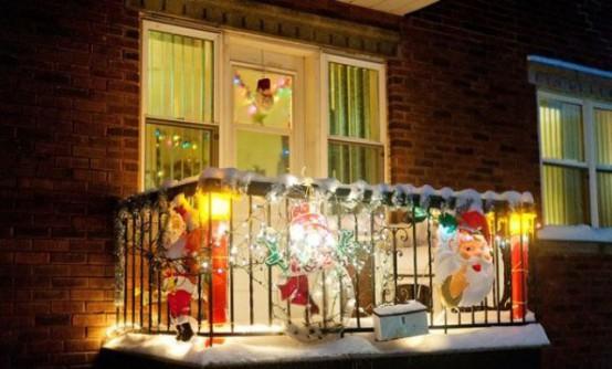 17 ideas para decorar tu balc n esta navidad for Adornos navidenos para balcones