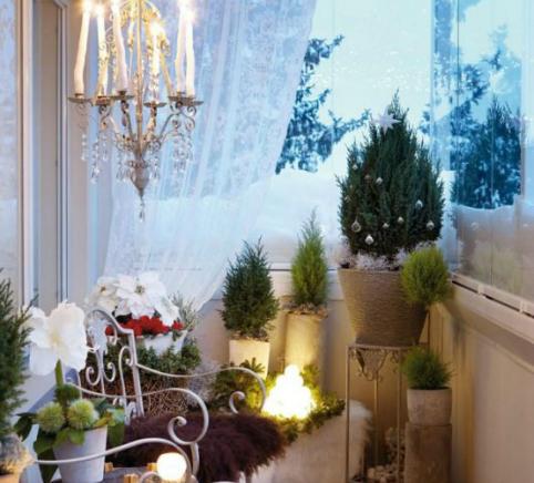 17 ideas para decorar tu balc n esta navidad - Decorar porche pequeno ...