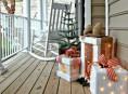 imagen Decora con luces navideñas la entrada a tu casa