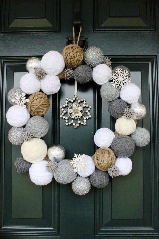 Ideas para decorar la puerta de casa esta navidad for Decorar casa minimalista navidad