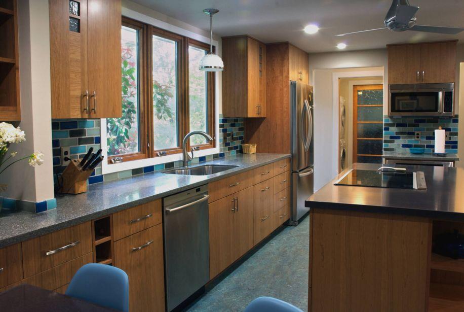 20 combinaciones de color para cocinas modernas for Cocinas modernas color madera