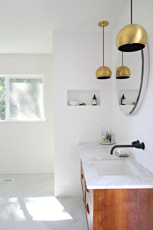 Cuartos de ba o estilo a os 50 - Apartment interior design ideas with black woven light fixtures ...