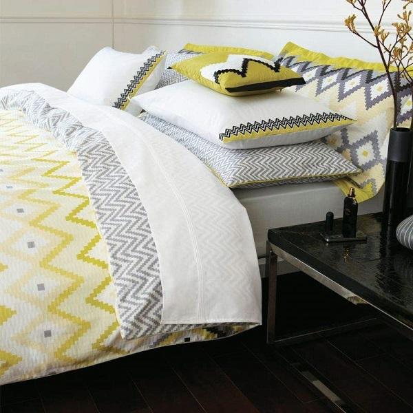 Renueva tu dormitorio con ropa de cama en amarillo y gris - Decoracion ropa de cama ...