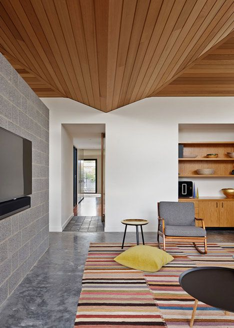 Los techos de madera crean espacios cálidos y acogedores