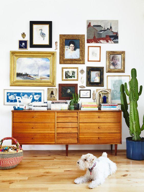 Ideas para decorar paredes con marcos y cuadros de colores - Como decorar paredes con fotos ...