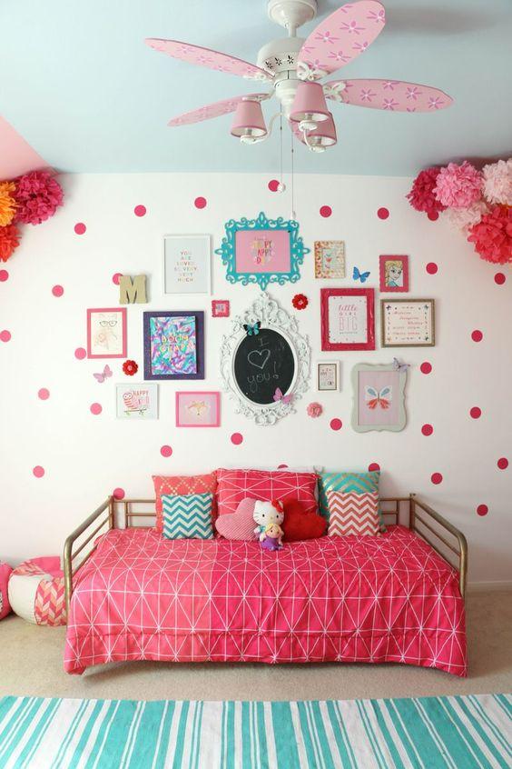 ideas para decorar paredes con marcos de colores